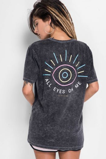 Camiseta-All-Eyes-On-Me
