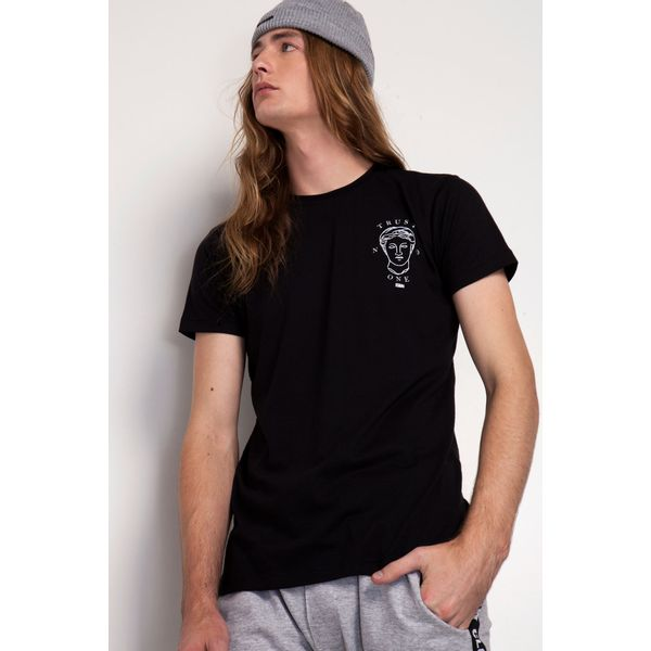 Camiseta-Trust-NO-One